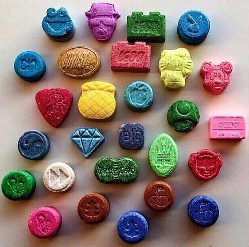 Ecstasy Tabletten in verschiedenen Formen, Farben und Größen Bild Foto Bild &quot;Breite =&quot; 369 &quot;Höhe =&quot; 366 &quot;/ &gt; </p> <p style=